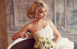 Пробуем определить вашу идеальную свадебную прическу