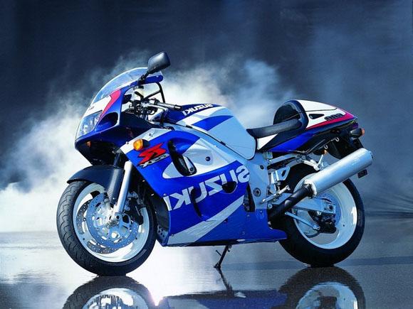 Автомобили и мотоциклы Suzukiот проверенного поставщика Phoenix-Motors