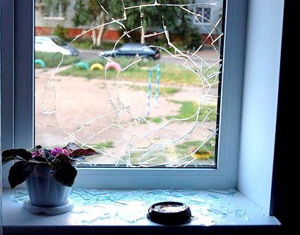Замена разбитого стеклопакета – стоит ли?