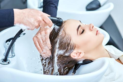 Как выбрать парикмахерскую мойку
