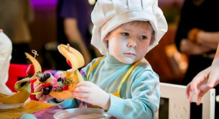 Чем занять ребенка в ресторане или кафе