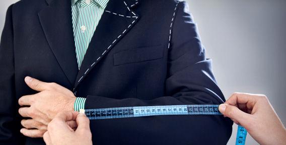 Почему лучше заказывать индивидуальный пошив мужского костюма