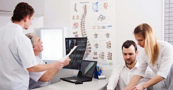 Квалифицированная и эффективная помощь врача-остеопата в клинике