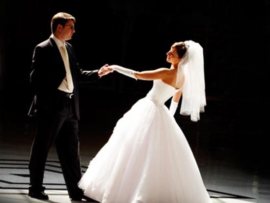 Сделайте свадебный танец действительно украшением торжества с помощью профессионалов