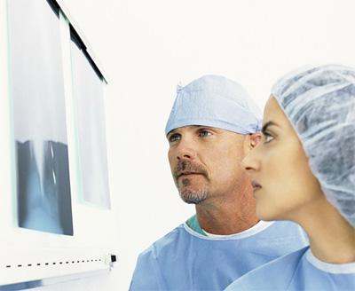 При каких симптомах нужно срочно записаться на консультацию к врачу онкологу