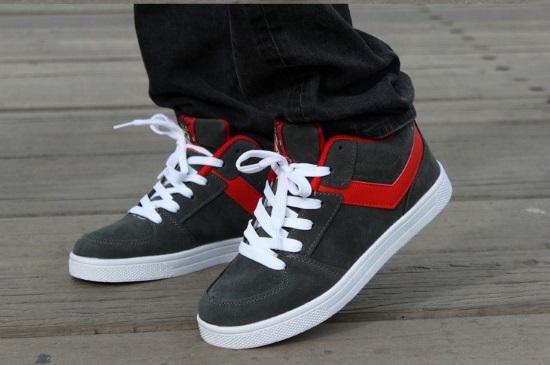 С какой одеждой сочетаются мужские кроссовки