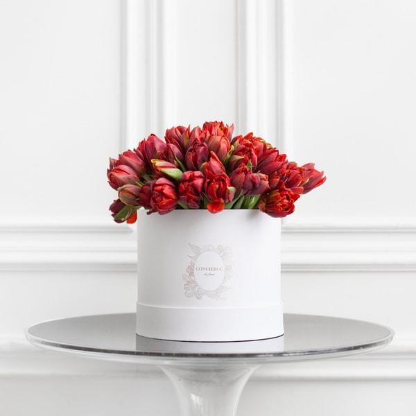 Чем цветы в шляпных коробках лучше обычных букетов