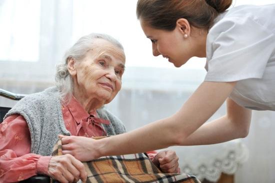 Как не ошибиться при выборе сиделки для лежачих больных