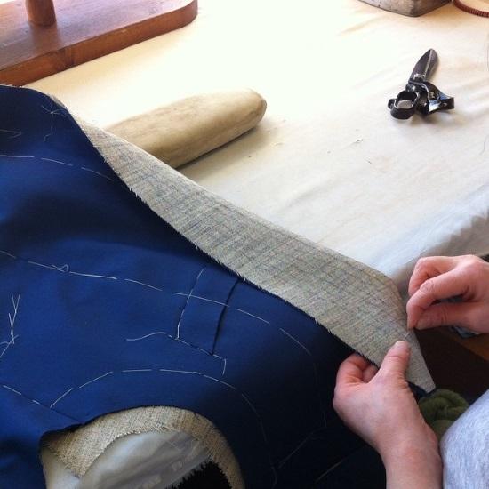 Какие ткани зачастую используются для пошива костюмов