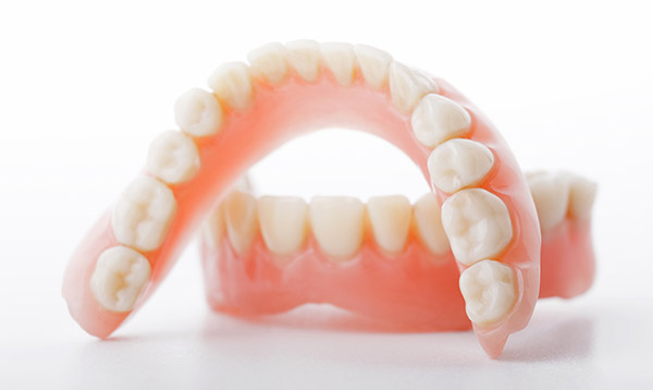 Ключевые нюансы по установке съемных протезов при отсутствии зубного ряда
