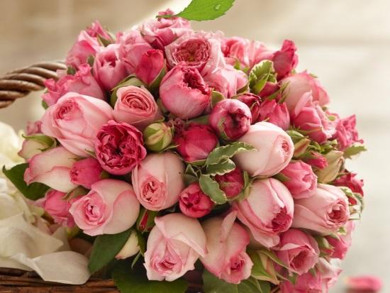 Букет роз отличный подарок для женщины