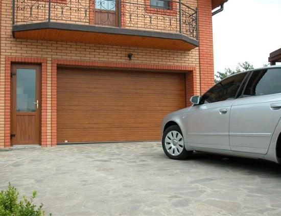 Как выбрать гаражные секционные ворота для частного дома