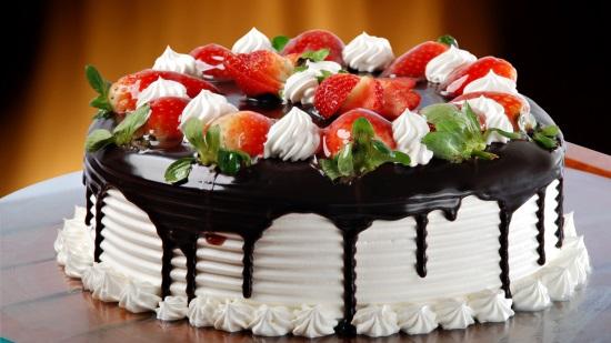 Большой выбор красивых и вкусных тортов на выгодных условиях