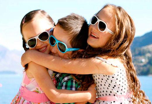 Солнцезащитные очки: нужен ли этот аксессуар детям