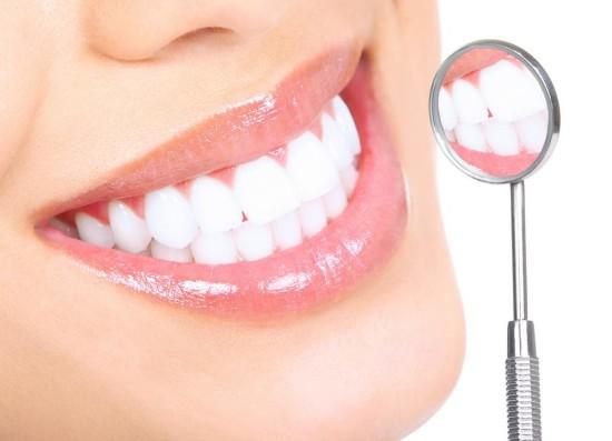 Продукты, от которых следует отказаться, для сохранения белоснежной улыбки