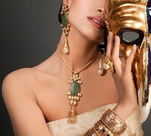 Какие ювелирные украшения наиболее популярны среди женщин?