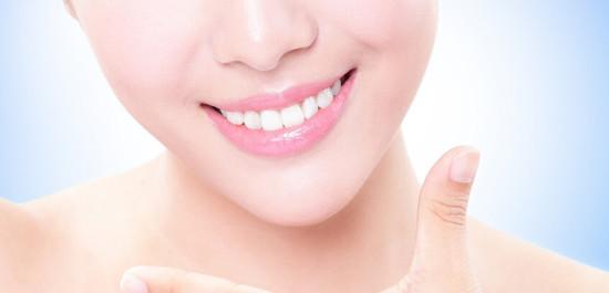 С помощью каких методов отбеливают зубы в стоматологических клиниках?