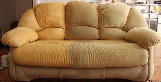 Почему стоит пользоваться услугой профессиональной химчистки диванов?