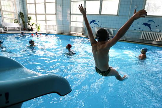 Где можно быстро получить справку для посещения бассейна?