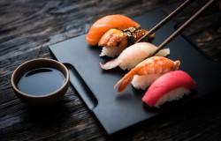 Японская культура: как правильно кушать суши?