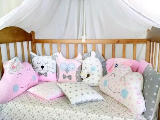 Выбираем красивый и качественный комплект в кроватку для новорожденного